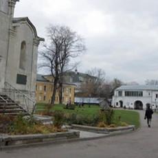 Монастырские стены: Спасо-Андроников монастырь