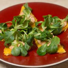 Тосты из поленты с кремом из тунца и вяленых томатов
