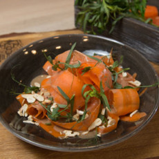 Морковный салат с кешью и каймаком