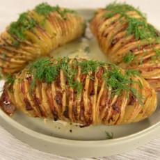 Картофель «Гармошка с беконом»