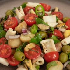 Салат из морепродуктов с картофелем