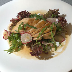 Салат с курицей и кисло-сладким соусом