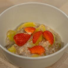Мультизерновая каша с фруктами