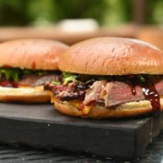 Стейк-бургер с брусникой