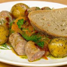 Немецкий хлеб с квашеной капустой и шукрут с колбасками