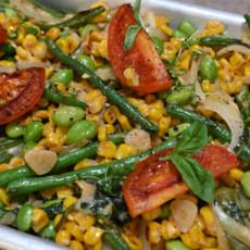 Суккоташ с кукурузой, фасолью, томатами и моцареллой