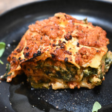 Сырная лазанья с индейкой и шпинатом