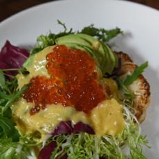 Салат из цветной капусты с зеленью и икрой