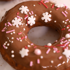 Творожные пончики с глазурью из молочного шоколада