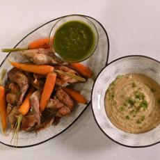 Запеченный кролик с молодой морковью и соусом песто