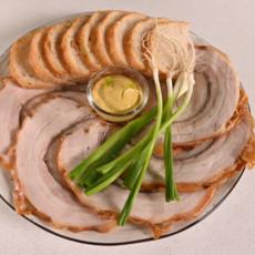 Рулет из свинины с травами и чесноком