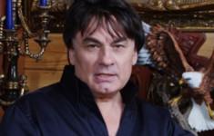 «Ля-минор» приглашает на праздничный концерт Александра Серова!