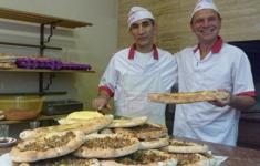Совершите кругосветное гастрономическое путешествие вместе с телеканалом «Кухня ТВ»! Смотрите в апреле лучшие программы о кулинарных традициях стран мира!