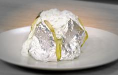 Запеченный картофель с огуречным тар-таром
