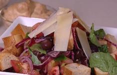 Салат из хлеба и помидоров