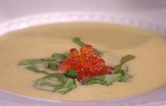 Суп из картофеля и порея с красной икрой
