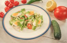 Салат из кальмаров гриль с огурцами и яйцом