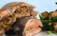 Фаршированная радужная форель с салатом панцанелла