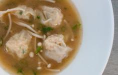 Суп мисо с креветками и дамплингами