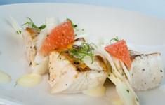 Жареная осетрина под сливочным соусом с Перно и цитрусовым салатом с фенхелем