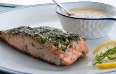Жареный лосось с соусом маскарпоне