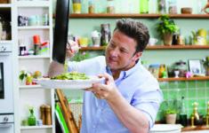 «Супер еда с Джейми Оливером» — большая премьера на канале «Кухня ТВ»