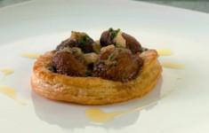 Грибные слойки с улитками и парижским маслом