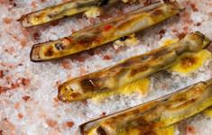 Моллюски-бритвы под голландским соусом с хабанеро