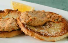 Паштет из копченого арктического гольца с хрустящими хлебцами