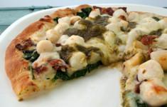 Пицца с гребешками и беконом