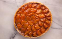 Пирог с запеченными абрикосами