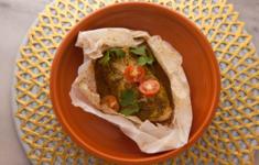 Рыба в соусе чермула, запеченная «ан папийот»