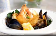 Паэлья с фидеос и морепродуктами по-каталонски