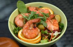 Салат с креветками пиль-пиль