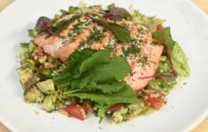 Салат с пшеном и лососем