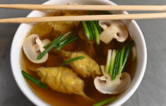 Вонтон-суп с креветками