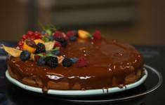 Пирог с творогом, шоколадом и грецкими орехами