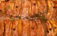 Свиная вырезка, фаршированная хурмой