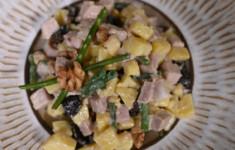 Салат из чернослива с бужениной