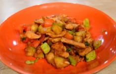 Курица жареная с овощами