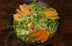 Салат с хурмой в соусе глинтвейн