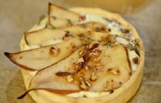 Киш с грушей и сыром горгонзола