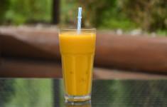 Смузи из апельсина и манго