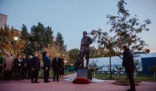 Памятник Льву Толстому появился в МГИМО